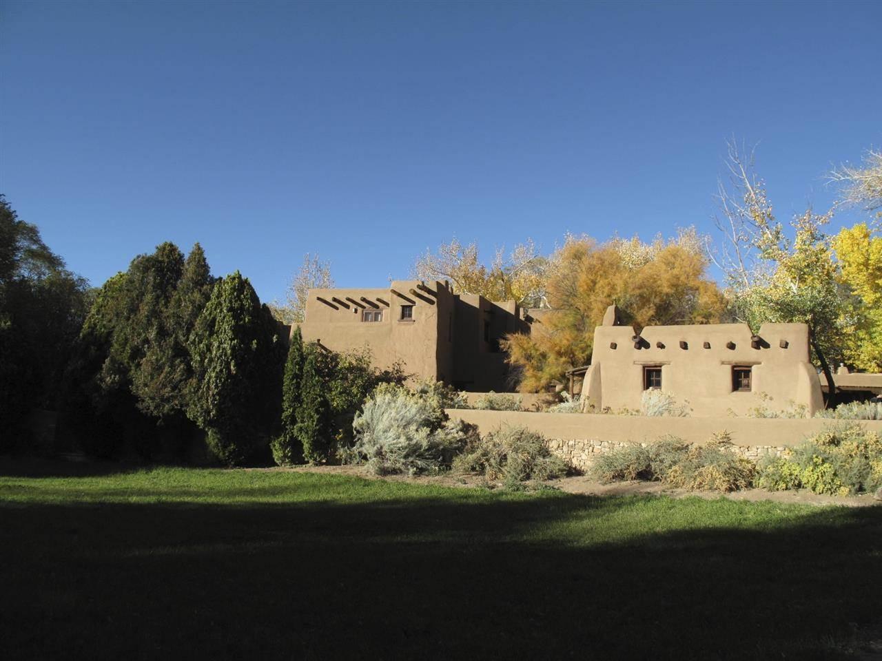 Historic adobe homes for sale in santa fe new mexico for Santa fe adobe homes