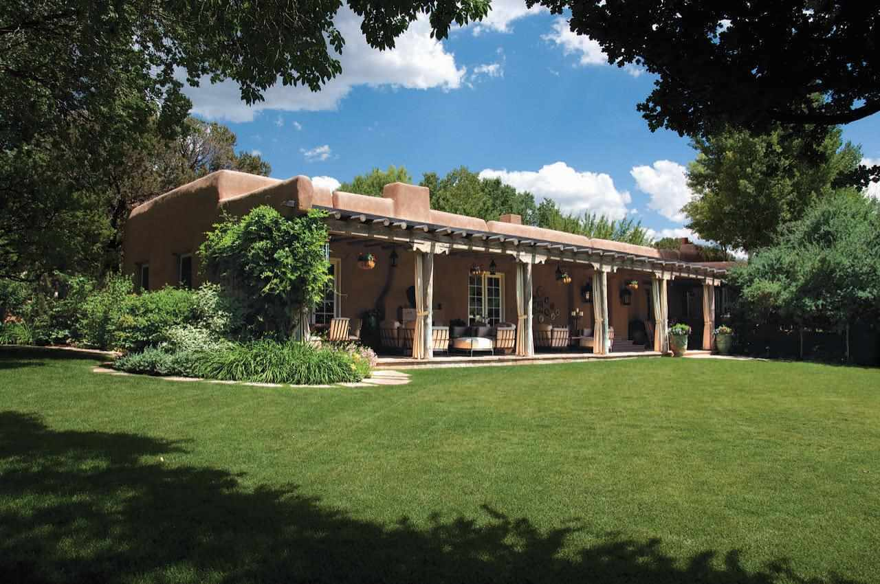 Historic adobe homes for sale in santa fe new mexico for Adobe home builders california